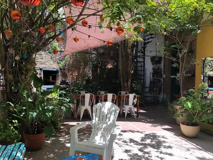 Casa con patio con hermoso jardín en San Telmo