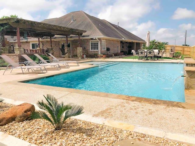Luxury Outdoor Kitchen & Resort Style Pool