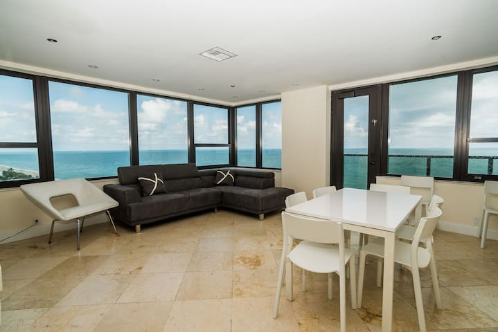 OCEANFRONT Penthouse for 8 with kitchen & Balcony.