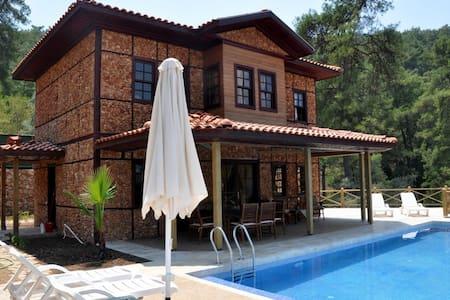 Marmaris Gökova'da dubleks,havuzlu kiralık villa - Ula - Villa