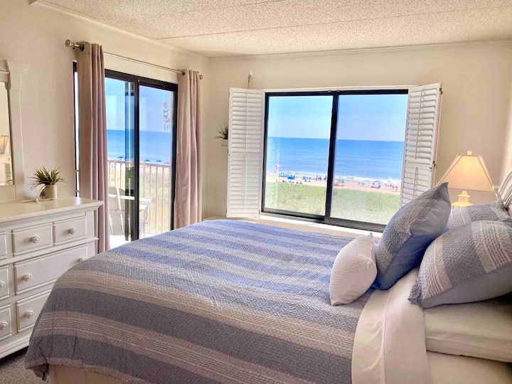 Ocean front with stunning views - Linens included