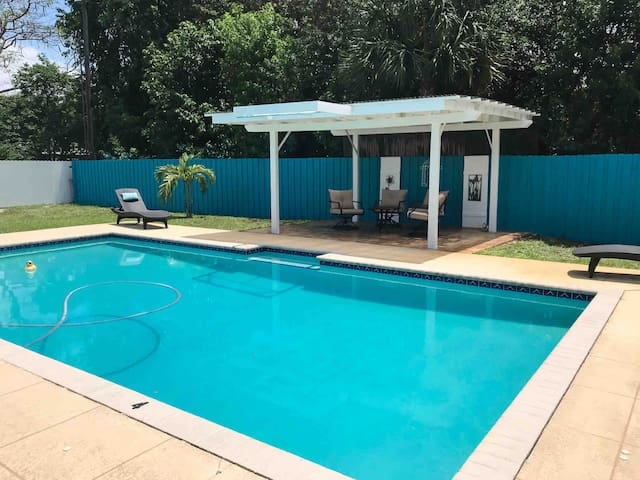 Newly Renovated 4br Private Home with Pool