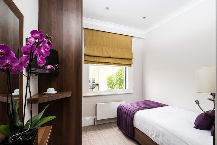Single room - London House Hotel***