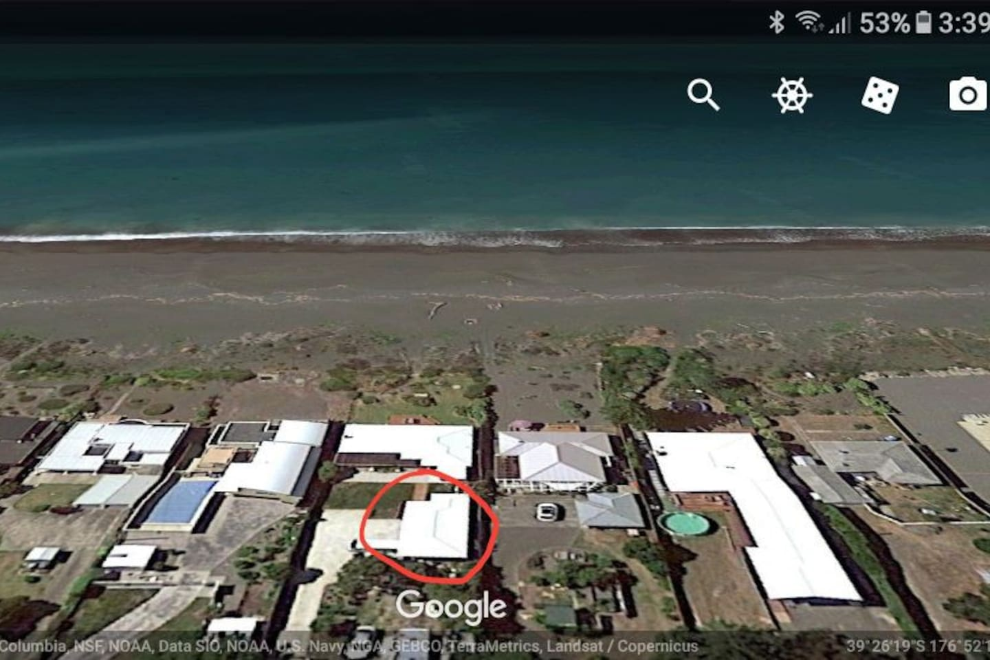 showing flat (circled) and hosts  house proximity to the sea