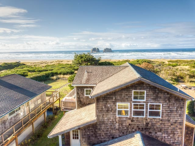 TWIN ROCKS HAVEN - NEW OCEANFRONT LISTING-Gorgeous views of the Pacific Ocean - 3 Bedroom, 2.5 Bathroom