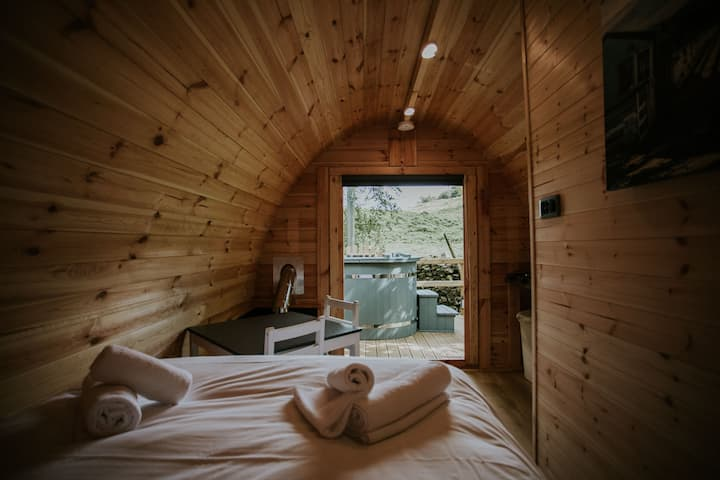 The Pine Glamping with Hot tub