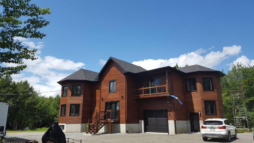 Magnifique logement neuf grand et spacieux entier