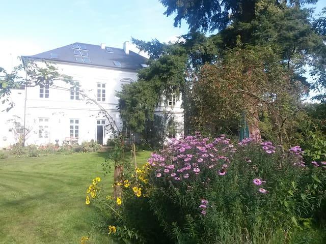 Große Ferienwohnung in alter Villa - Beverstedt - 아파트