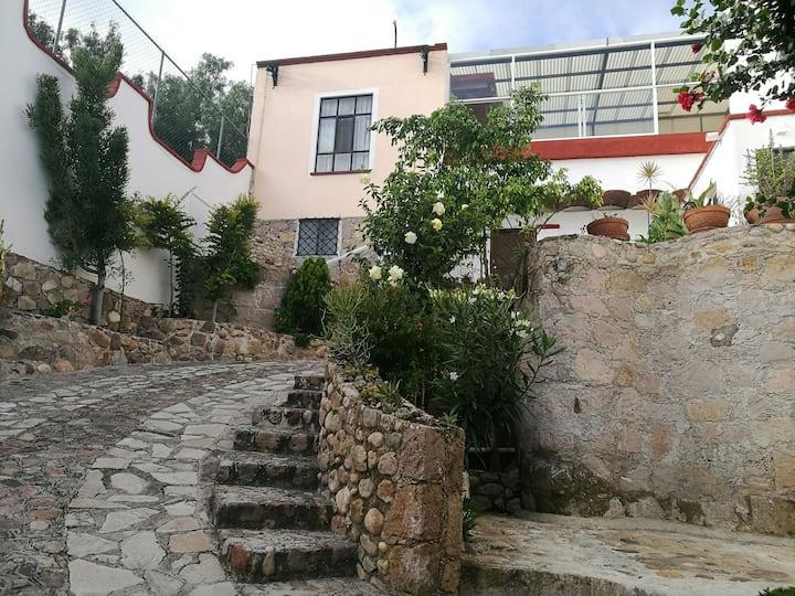 Casa Valenciana con hermosa vista y servicios.