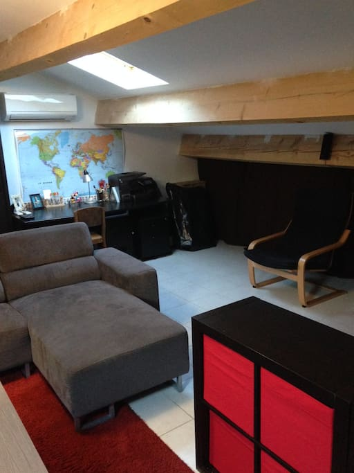 50m la campagne solo famille canap bureau ville in affitto a assas occitanie francia. Black Bedroom Furniture Sets. Home Design Ideas