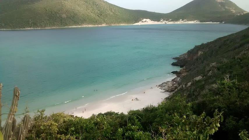 Kitinete com Sacada na Praia dos Anjos