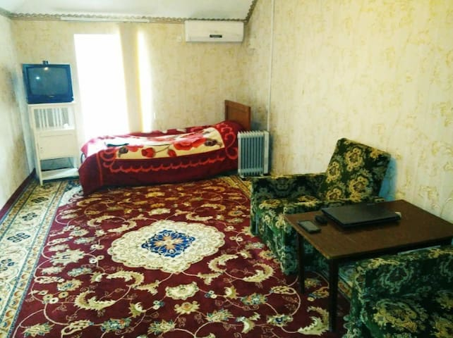 Private room with shower in the centre of town