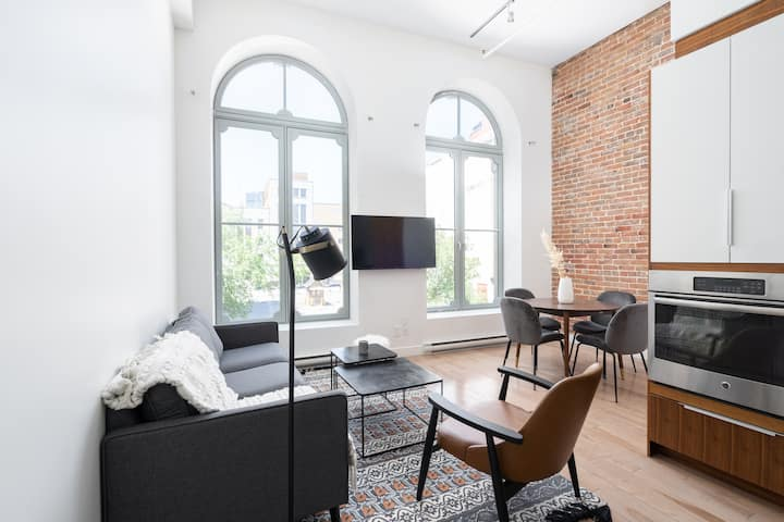 Renovated vintage Loft near Bonsecours Market