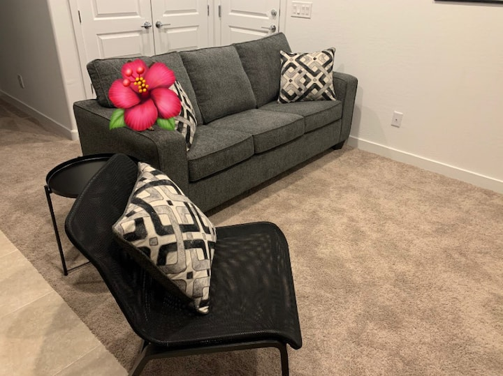 Brand new home, newly built-Guest suite available!