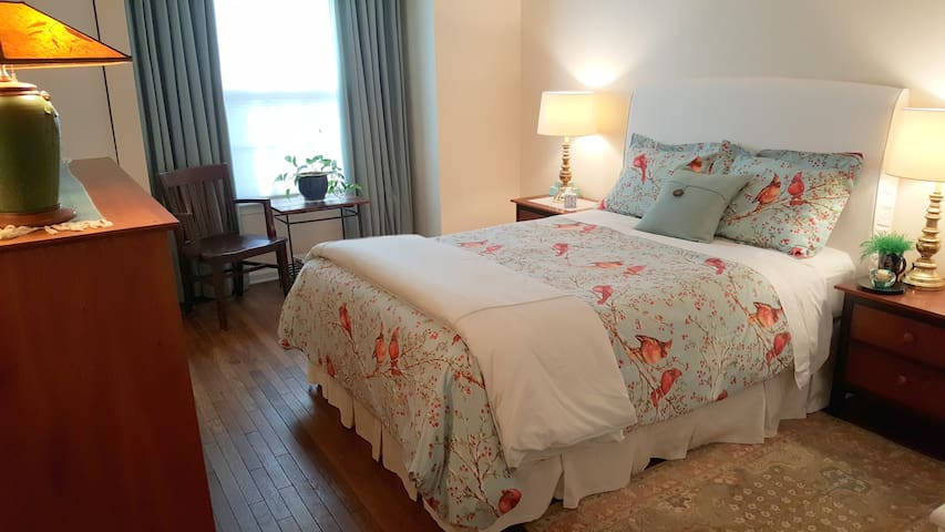 Queen Bed + Private Bath, Walk to Reston Metro