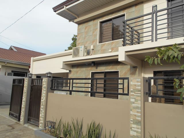 Nasugbu, 3 Bedrooms, 3.5 baths, 2-4 Car Garage