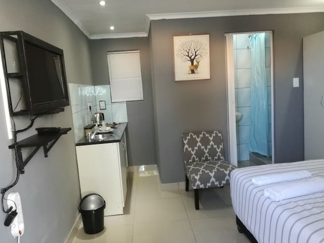 Cosy Bachelors Apartment,  in Bellville Cape Town