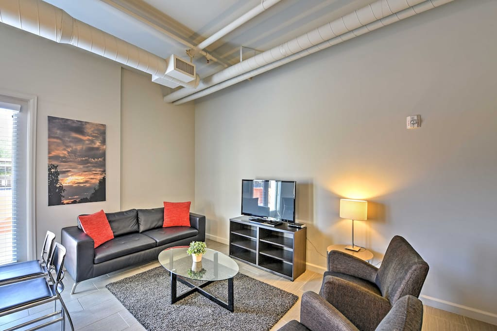 Turn on the flat-screen cable TV and have a movie night while you lounge around on the leather couch and 2 armchairs.