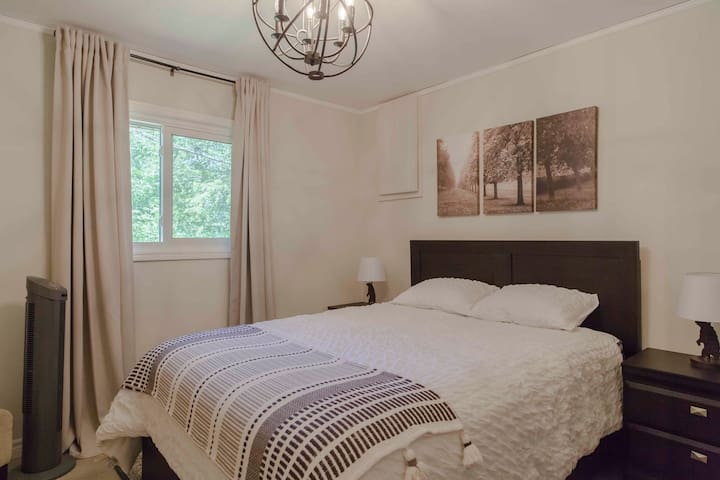 Airy and light 2nd bedroom with queen bed and comfy duvet.
