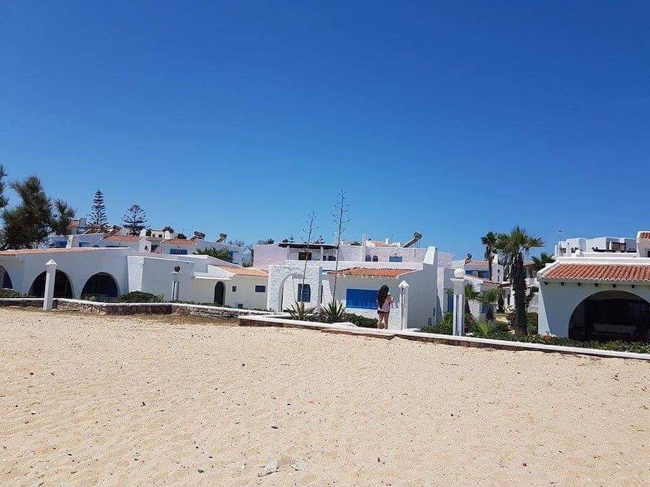 L'accès privé au complexe, de la plage
