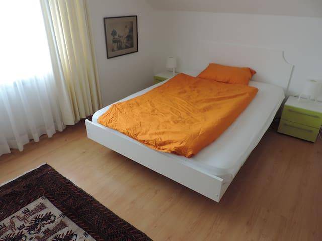 Chambre à coucher, lit de 180 cm