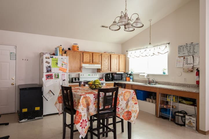 Quiet lounge near delmar loop ( zip code 63121 ) - St. Louis - House
