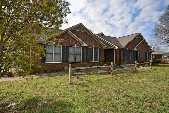 Spacious Home Away From Home on Lake Guntersville