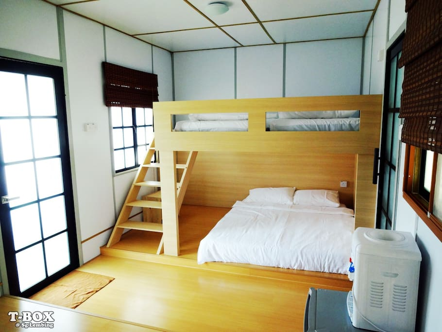 It is equipped 2 single beds and a double bed.