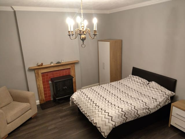Center of town - stunning house - double room