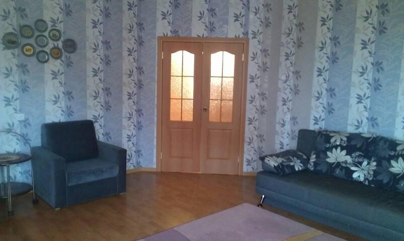 Большая уютная 2к.кв.с балконом и лоджиями!