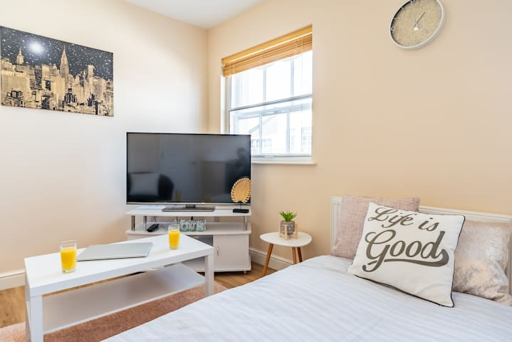 JESOUTH COSY CITY PAD - Deep Clean, Self Check in