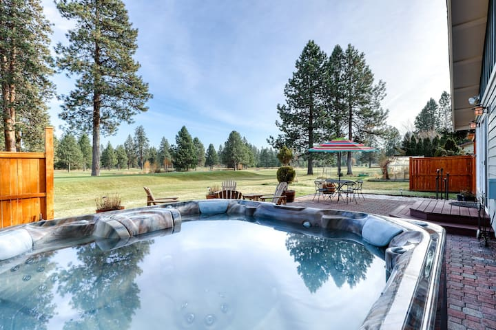 Beautiful golf-course-front home w/ private hot tub, firepit & great location!