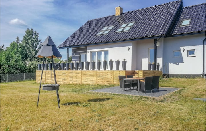Nice home in Zbychowo with WiFi and 3 Bedrooms