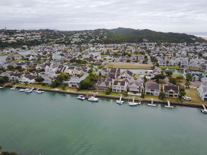 Magnificent Waterfront House - Port Alred Marina