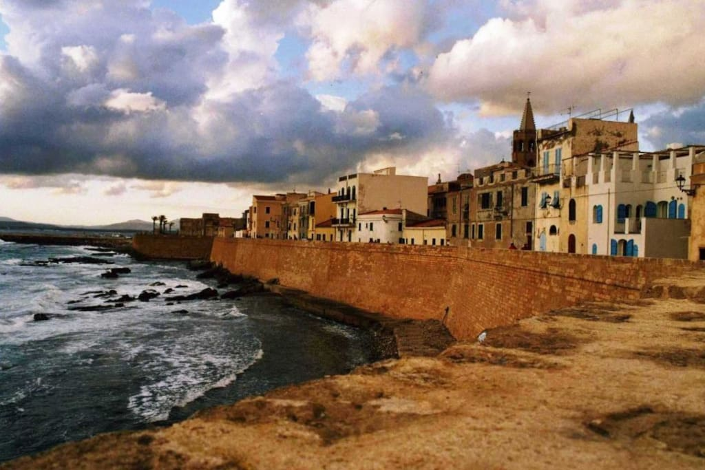 8-10 minutes to Alghero from the house