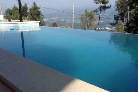 Excellent position, new nice rooms and a hot pool. - Hus