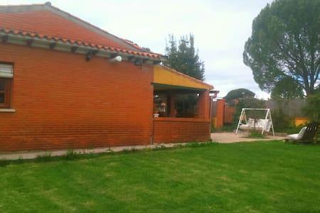 Gran casa rural con barbacoa y río - escalona del alberche - House - 2