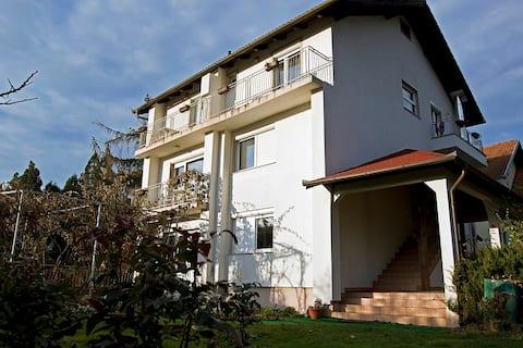 Lipik: Dvokrevetna soba s balkonom