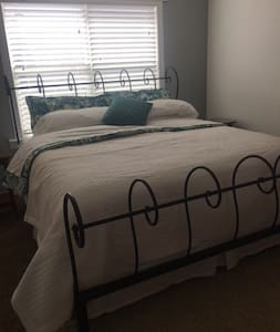 Two rooms +loft, Denver/Bldr area! - Erie - House