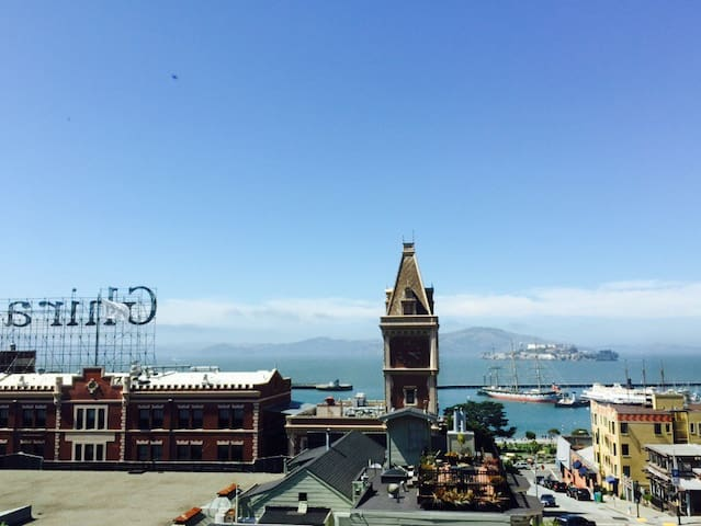 In the Heart of SF w/  Bay Views - San Francisco - Apartment