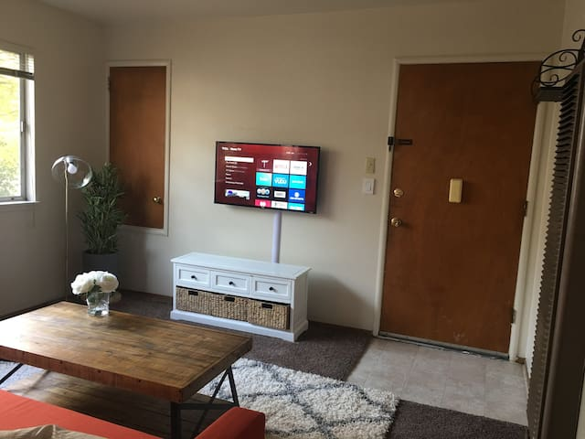 Clean entertainment room for serious unwinding