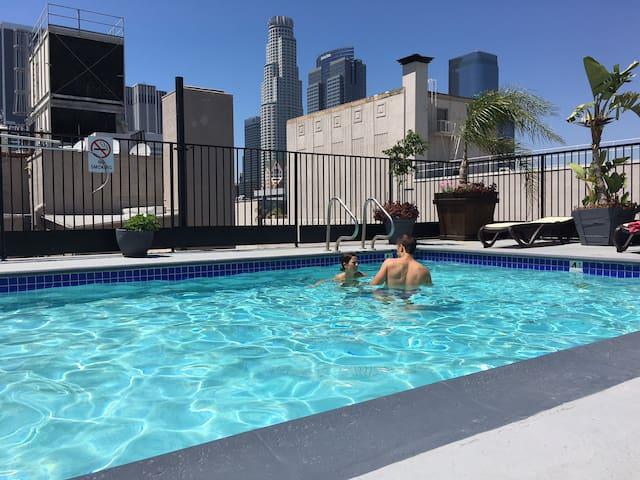 DTLA Entire Loft w/Rooftop Gym, Jacuzzi & Pool