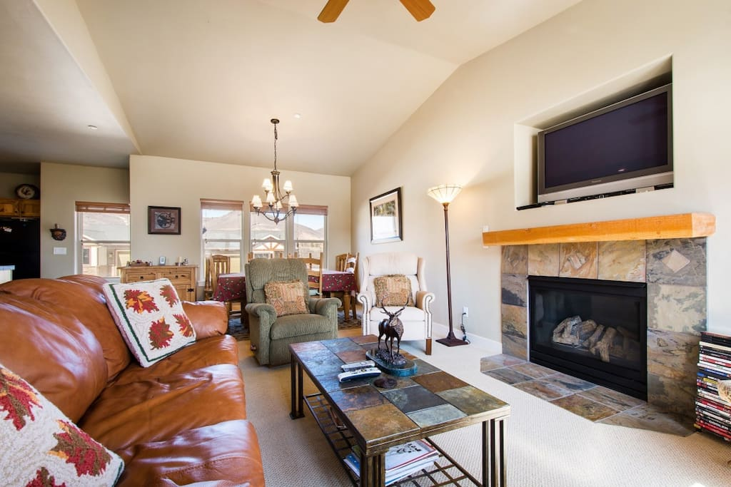 Family room has large flatscreen HDTV, gas fireplace and oversized windows.