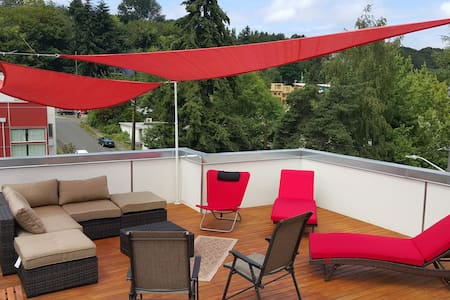 Queen bedroom in a house w/ rooftop deck - Seattle - Townhouse