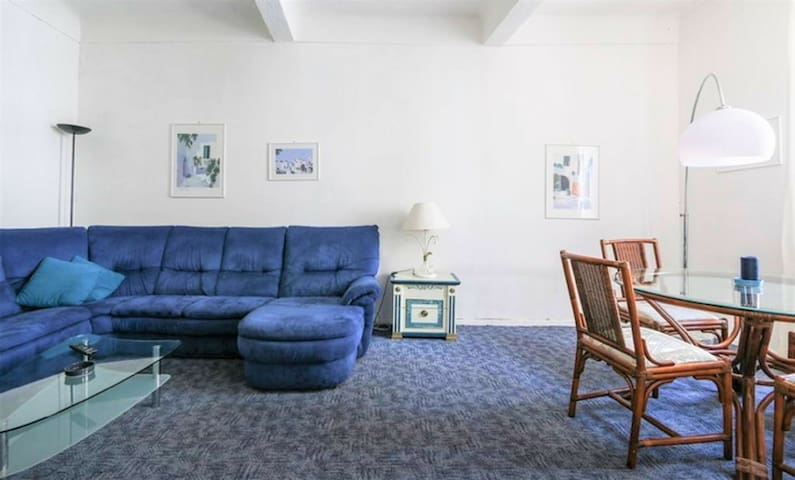 Central 1 Bedroom with Balcony Rue Commandant André