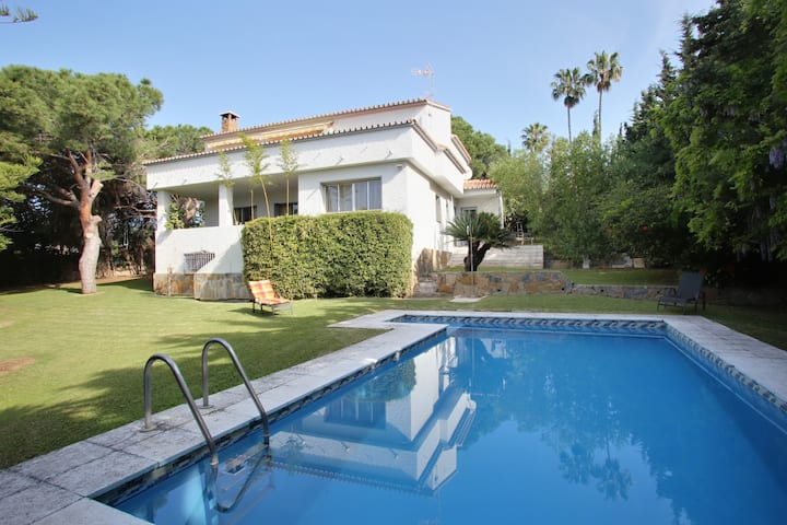 Villa with garden and private swimming pool
