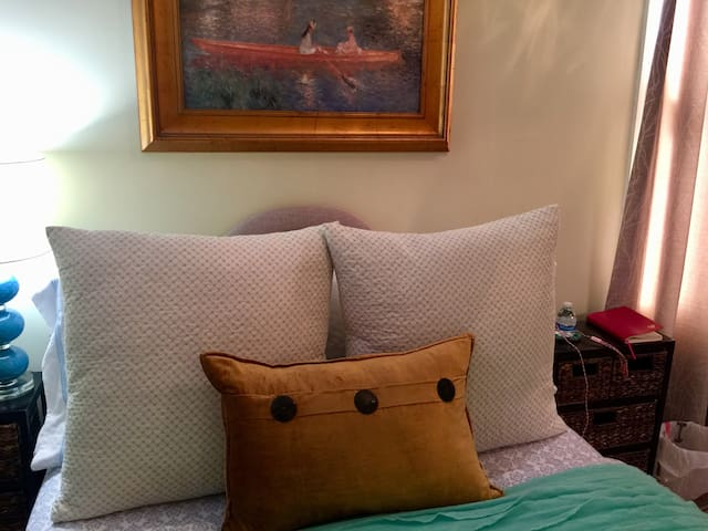 Comfy Room Family Home LGA Airport NO CLEANING FEE