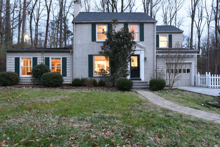 Charming Retreat Close to Downtown