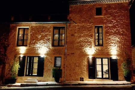 Gîte dans village médiéval en Provence - Saint-Laurent-des-Arbres - Hus