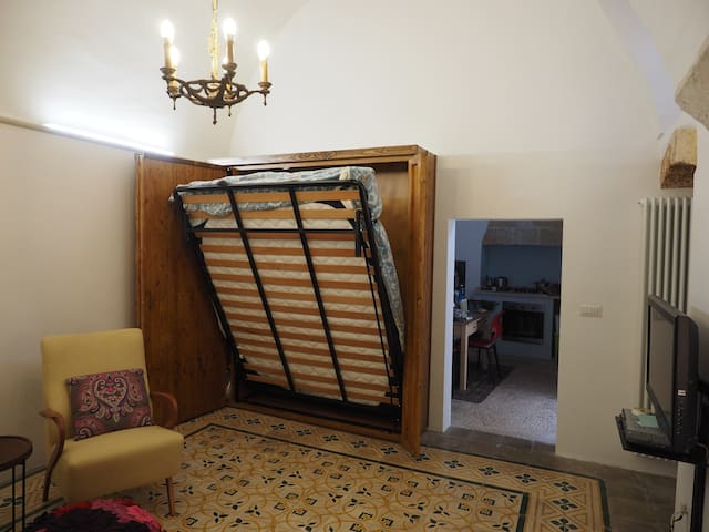 Letto a scomparsa nel soggiorno
